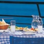 משקאות האניס - שולחן ים תיכוני אופייני